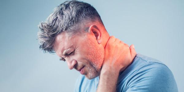 Ostry ból kręgosłupa szyjnego- jak poradzić sobie w sytuacji trudnej?