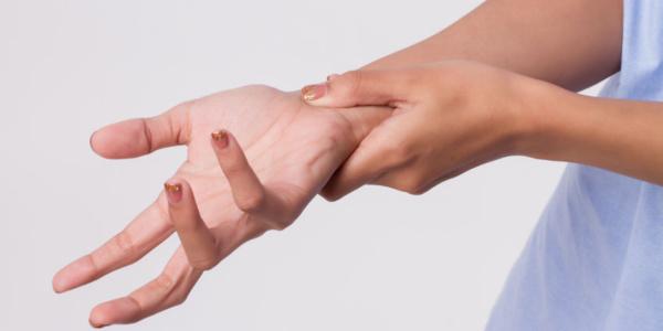 Leczenie najczęstszych przyczyn cierpnięcia/ drętwienia rąk